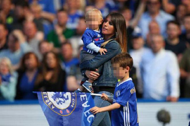 Vợ đẹp Hazard gia nhập làng WAG Real: Từ bạn thơ ấu thành mẹ 3 con hấp dẫn - Hình 5