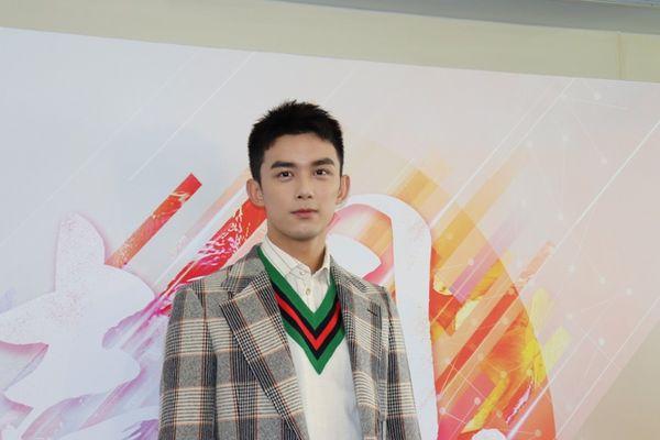 Xuyên việt hỏa tuyến: Fan Lộc Hàm đã gây hấn với nhà Ngô Lỗi về chuyện phiên vị - Hình 12
