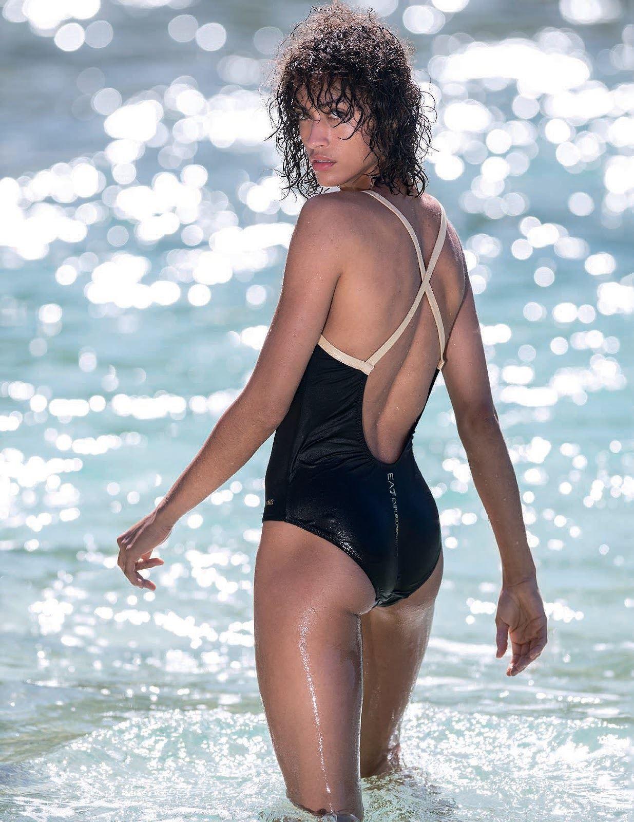 Chân dài Victorias Secret thả dáng hút mắt trên biển - Hình 9