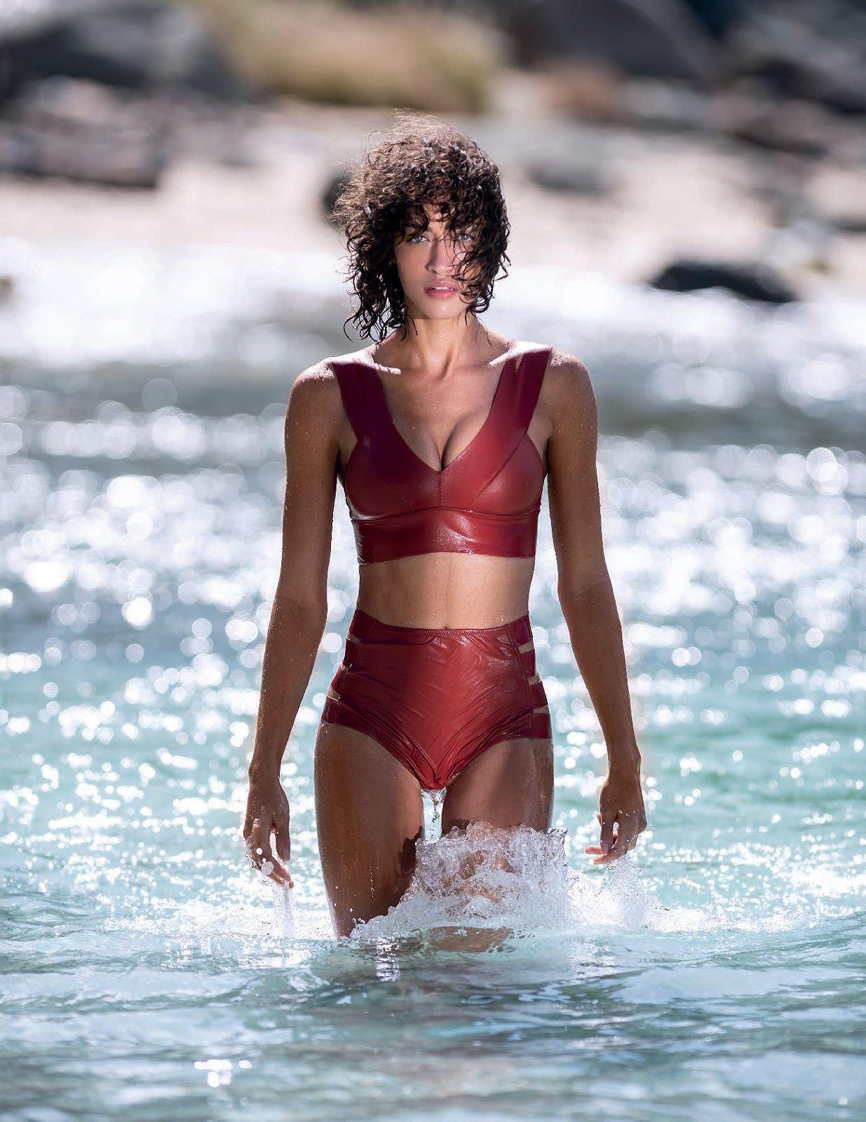 Chân dài Victorias Secret thả dáng hút mắt trên biển - Hình 12
