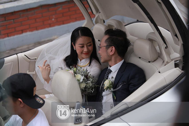 Chồng sắp cưới bật khóc, dành nụ hôn tình cảm cho MC Phí Linh trong đám hỏi - Hình 16
