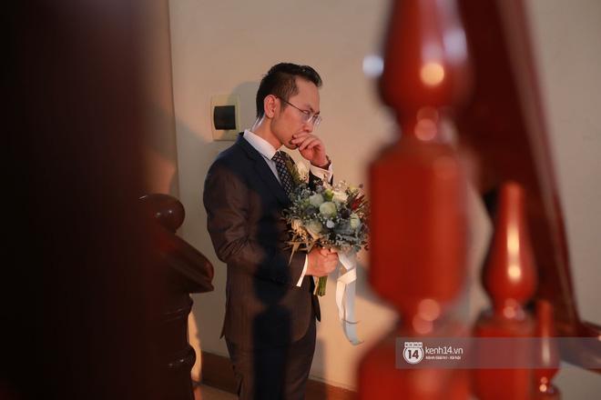 Chồng sắp cưới bật khóc, dành nụ hôn tình cảm cho MC Phí Linh trong đám hỏi - Hình 4