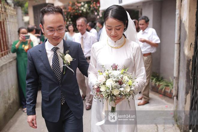 Chồng sắp cưới bật khóc, dành nụ hôn tình cảm cho MC Phí Linh trong đám hỏi - Hình 12