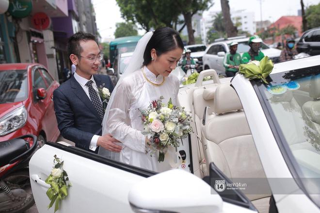 Chồng sắp cưới bật khóc, dành nụ hôn tình cảm cho MC Phí Linh trong đám hỏi - Hình 14