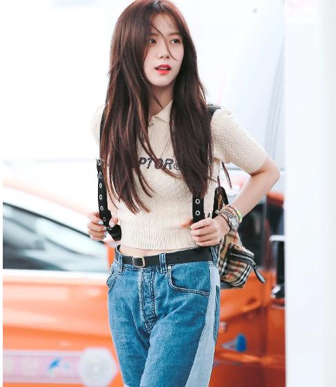 Jisoo làm náo loạn sân bay với kiểu tóc mái mưa xuyên thấu kết hợp với lớp make up trong suốt như gương - Hình 7