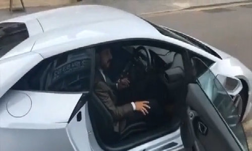 Lamborghini Huracan được cấp biển taxi ở Anh - Hình 1