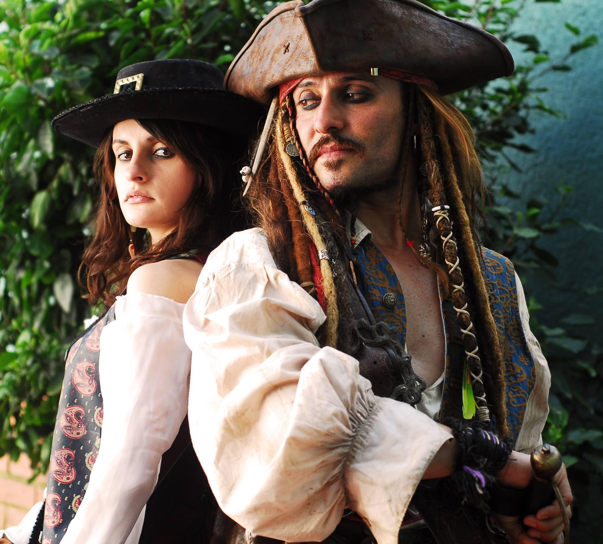 Nữ cướp biển xinh đẹp Angelica Teach - Hình 4