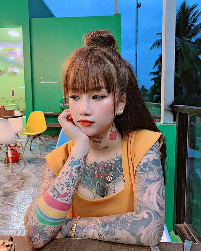 Thiếu nữ 19 tuổi ở An Giang xăm kín người, sở thích lạ khiến ai gặp lần đầu cũng sửng sốt - Hình 1