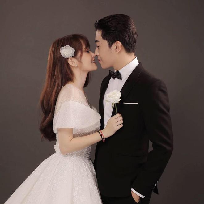 Trước thềm đám cưới siêu to khổng lồ của hot Youtuber Cris Phan - Mai Quỳnh Anh, fan lục lại khoảnh khắc lầy lội siêu cấp của cặp đôi - Hình 11