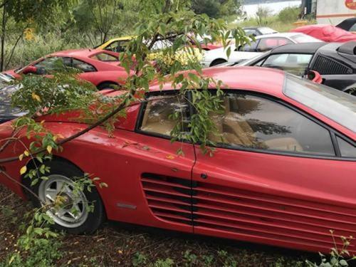 11 siêu xe Ferrari đời cũ nằm phơi nắng suốt 10 năm - Hình 1