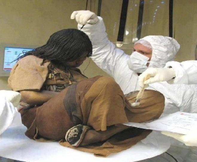 Bí ẩn xác ướp 3 đứa trẻ được chôn từ 500 năm trước, đánh lừa cả các nhà khoa học vì trông chỉ như đang ngủ một giấc dài - Hình 4