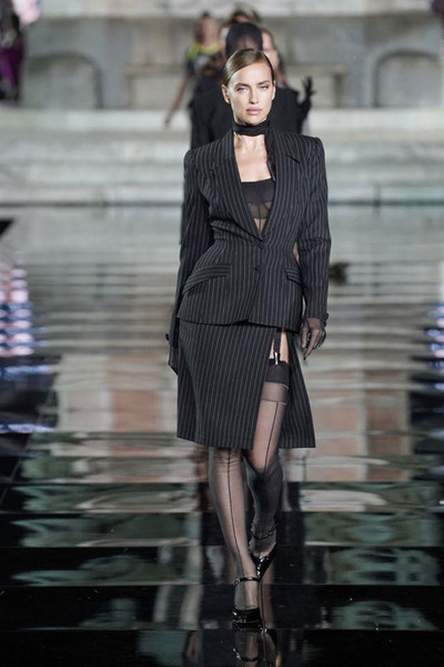 Irina Shayk tái xuất sau khi chia tay Bradley Cooper - Hình 4