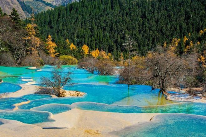 7 suối nước nóng đặc biệt nhất thế giới - Hình 9