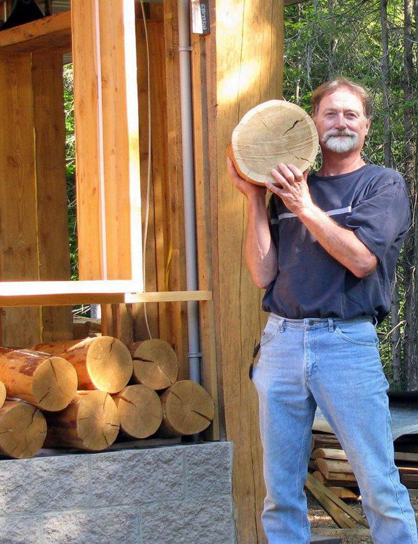 Cụ ông rảnh rỗi xin cây về đổ đầy nhà, ai đi qua cũng trầm trồ khi thấy thành quả - Hình 1