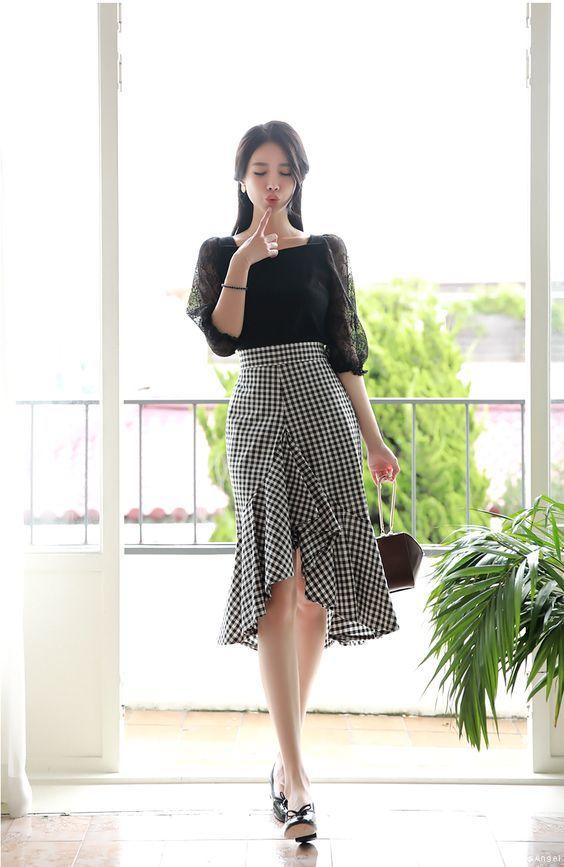 Đã xinh xắn, trendy lại còn giúp hack dáng, đây là 5 kiểu váy bạn nên bổ sung ngay - Hình 27