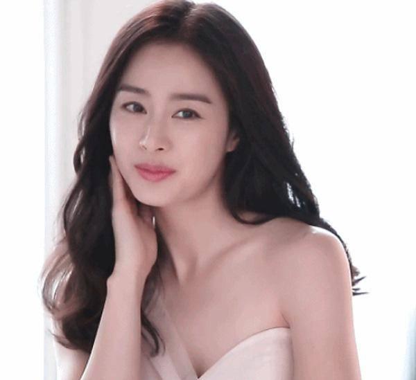 Nữ thần nhan sắc xứ Hàn dù mang thai lần 2 vẫn trẻ đẹp như gái đôi mươi - Hình 3