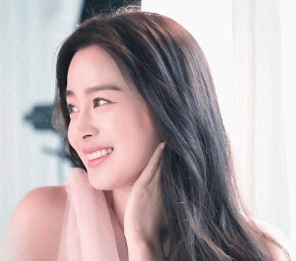 Nữ thần nhan sắc xứ Hàn dù mang thai lần 2 vẫn trẻ đẹp như gái đôi mươi - Hình 4