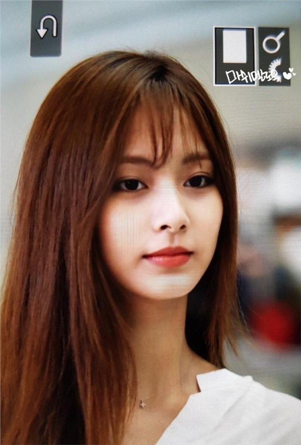Rần rần loạt ảnh nữ thần thế hệ mới Tzuyu (TWICE) bỗng hóa phiên bản nữ của mỹ nam BTS này chỉ vì cắt tóc mái - Hình 4