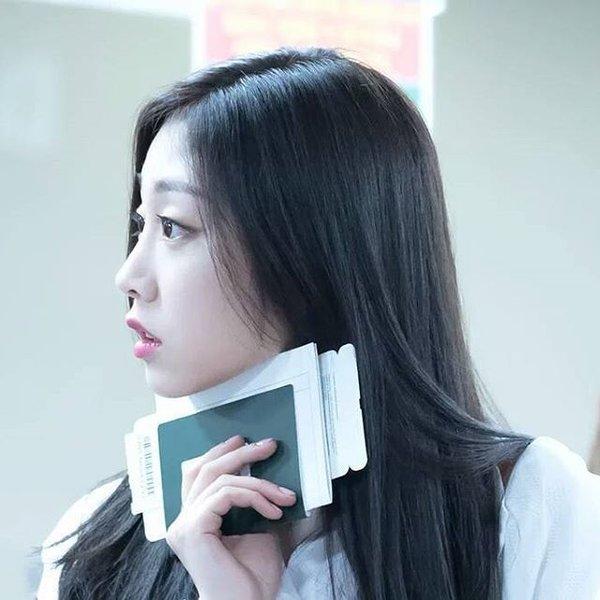 Top 3 idol nữ được Knet bình chọn có đường sống mũi hoàn hảo thẳng còn hơn giới tính của bạn - Hình 10