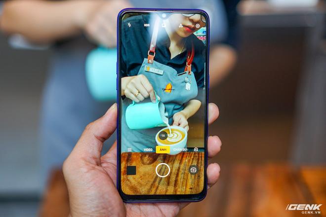 Ảnh thực tế Realme 3 Pro: Đối thủ của Xiaomi Redmi Note 7 Pro sắp bán ra tại Việt Nam, giá hơn 6 triệu đồng - Hình 9
