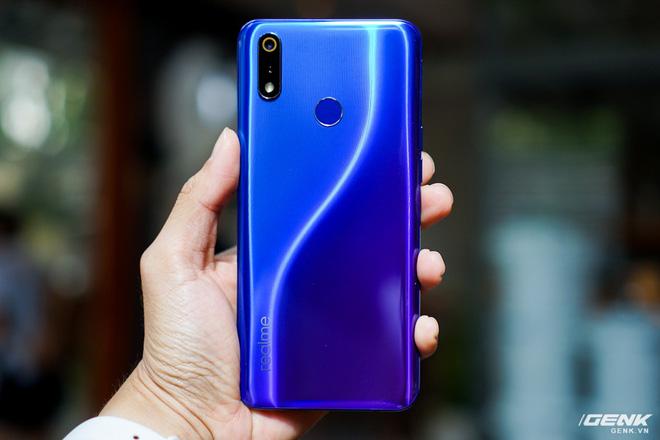Ảnh thực tế Realme 3 Pro: Đối thủ của Xiaomi Redmi Note 7 Pro sắp bán ra tại Việt Nam, giá hơn 6 triệu đồng - Hình 6