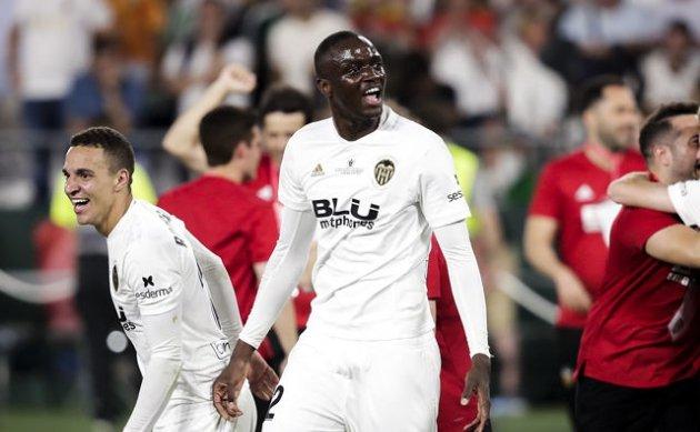 Chelsea cạnh tranh cùng Bầy Sói cho chữ ký của trung vệ 22 tuổi - Hình 2