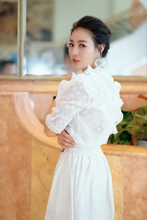 Diễn viên Thanh Hương diện váy trắng nền nã dự event ngày cuối tuần - Hình 3