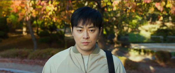 'Exit': Phim điện ảnh của Yoona và Jo Jung Suk trong vai trò 'giải cứu thế giới' tung trailer hồi hộp và kịch tính - Hình 2