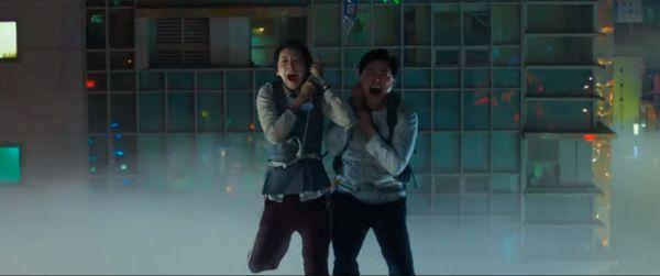 'Exit': Phim điện ảnh của Yoona và Jo Jung Suk trong vai trò 'giải cứu thế giới' tung trailer hồi hộp và kịch tính - Hình 5