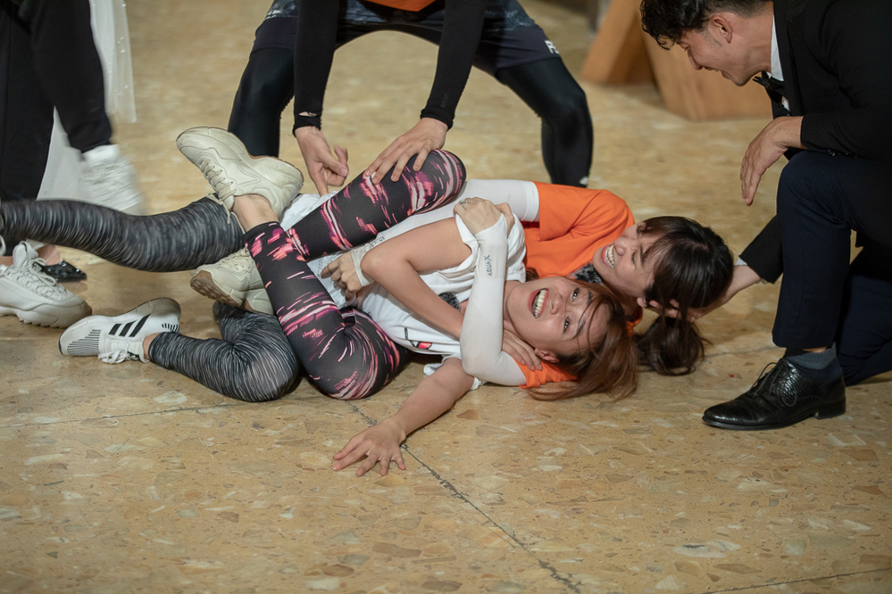 Hari Won: Chồng Trấn Thành dơ, còn mình thì sạch trong cuộc đua xé bảng tên - Hình 8