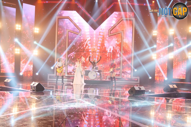 Lần đầu chơi trống trên sân khấu, diễn viên Thanh Hương khiến khán giả đứng ngồi không yên - Hình 1