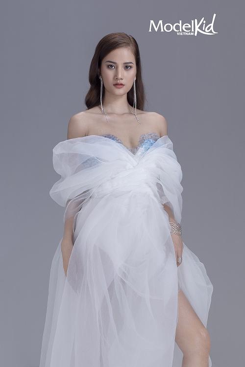 Model Kid Vietnam 2019 tung poster chính thức, bộ tứ huấn luyện viên thần thái ngút ngàn - Hình 3