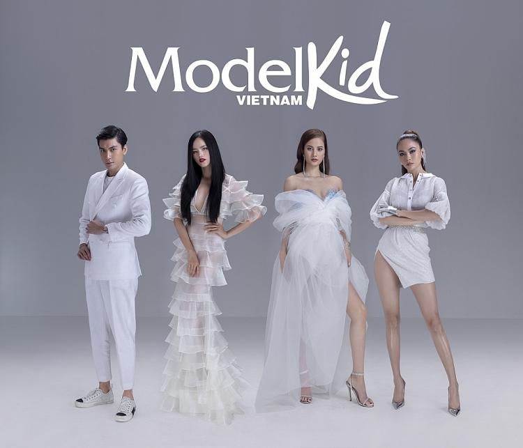 Model Kid Vietnam 2019 tung poster chính thức, bộ tứ huấn luyện viên thần thái ngút ngàn - Hình 1