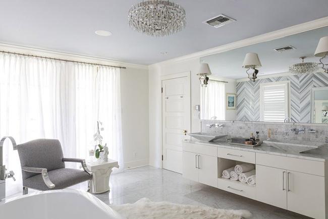 Nâng tầm vẻ đẹp của phòng tắm gia đình với thiết kế đèn chùm rực rỡ - Hình 6