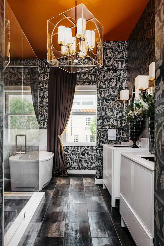 Nâng tầm vẻ đẹp của phòng tắm gia đình với thiết kế đèn chùm rực rỡ - Hình 4