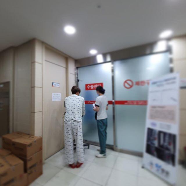Nhìn ảnh Lee Hong Ki nhập viện trông rõ là khổ sở, nhưng bệnh tình ẩn sau mới gọi là củ chuối - Hình 1