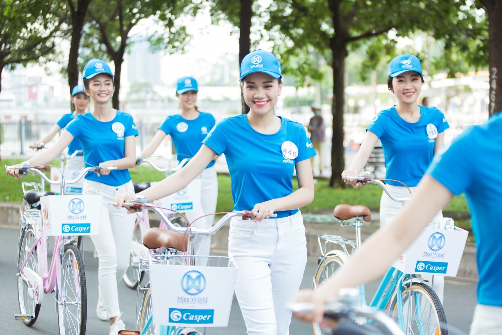 Thí sinh Miss World Việt Nam xinh tươi đạp xe vì môi trường - Hình 2