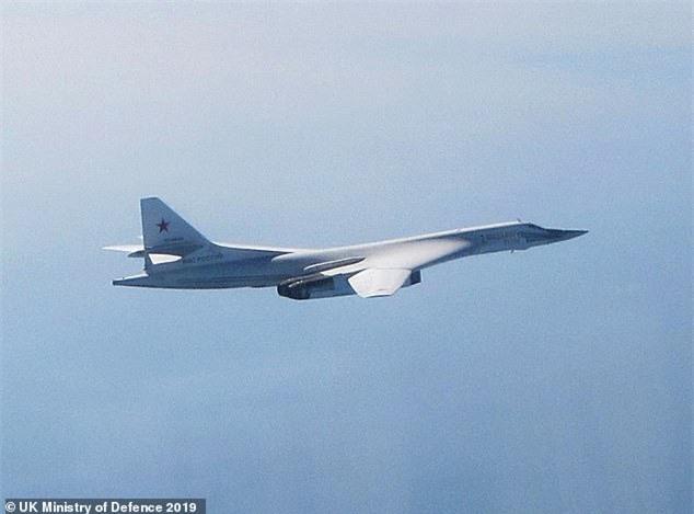 Thông tin mật về máy bay ném bom mới của Putin bị tuồn sang Anh theo cách không ngờ - Hình 1