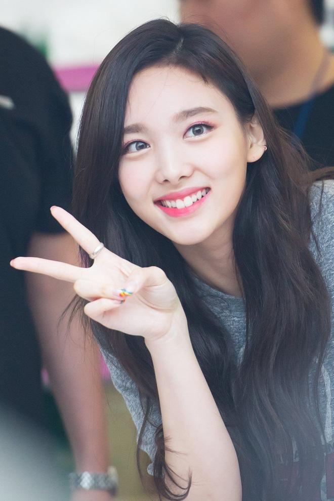 Top 30 idol nữ hot nhất Kpop: Jennie (BLACKPINK) lấn át nữ thần SM, hạng 4 và 5 bất ngờ nhưng Lisa còn khó hiểu hơn - Hình 8