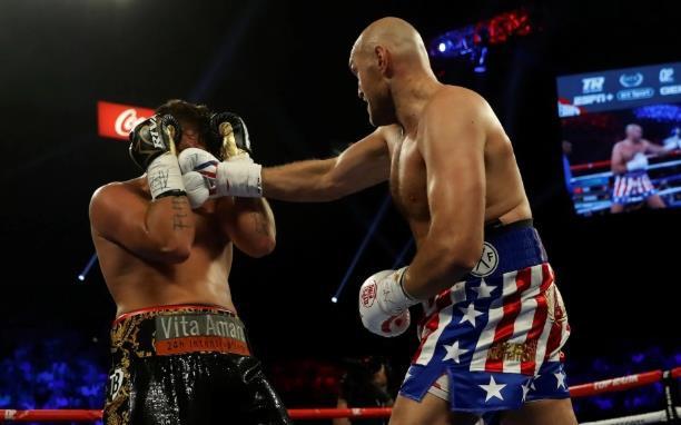 Tyson Fury tung đòn hạ chóng vánh đối thủ người Đức - Hình 1