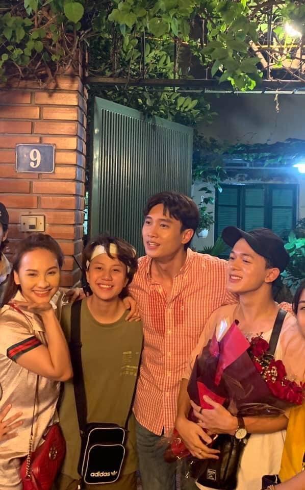 Vừa hết vai trong Về Nhà Đi Con, Quang Anh đã spoil luôn cái kết khi gọi Bảo Thanh là chị vợ - Hình 3
