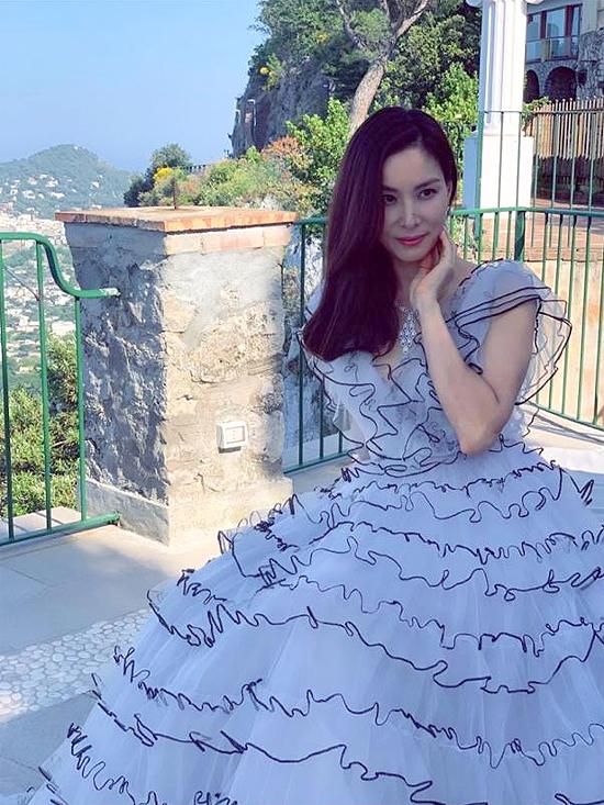 Bà xã Jang Dong Gun khoe sắc vóc tuổi 47 - Hình 4