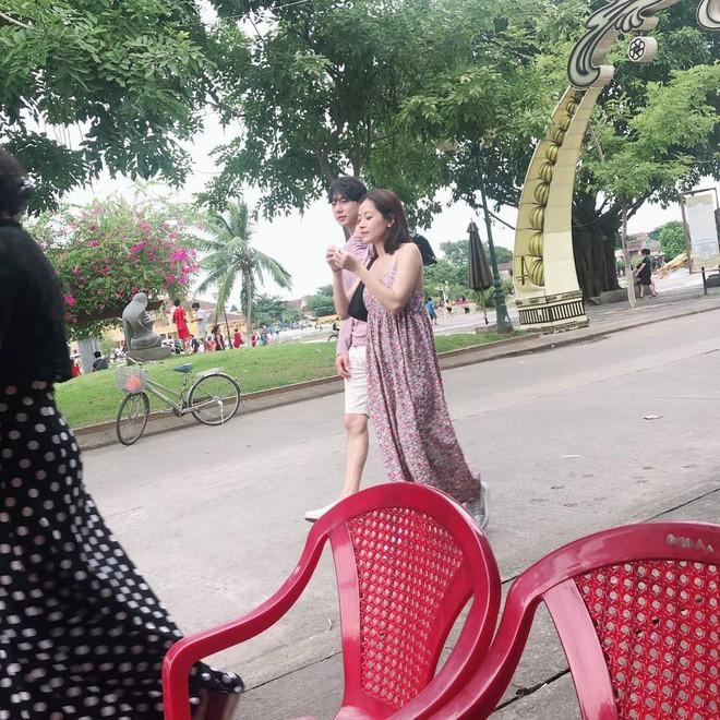 Các cặp đôi Vbiz và Kbiz hẹn hò qua ống kính paparazzi: Khi sao Việt quá bạo, sao Hàn trang bị quá bài bản, khôn khéo - Hình 29
