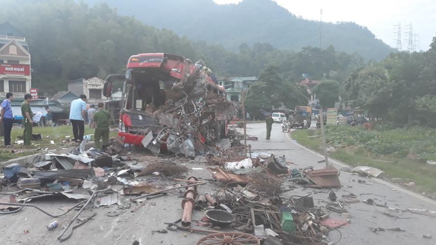 Cập nhật tai nạn xe khách ở Hòa Bình : Hơn 30 người thương vong - Hình 2