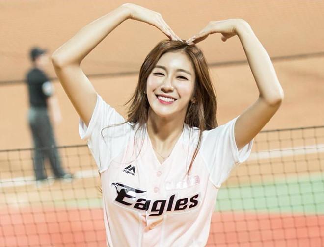 Dàn hoạt náo viên xinh đẹp không kém Idol của CLB bóng chày Hàn Quốc - Hình 1