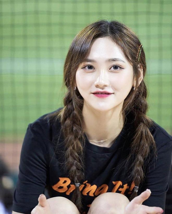 Dàn hoạt náo viên xinh đẹp không kém Idol của CLB bóng chày Hàn Quốc - Hình 4