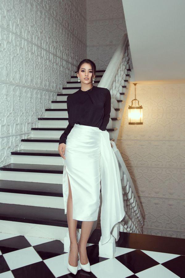 Hoa hậu Tiểu Vy tiếp tục bỏ bùa khán giả chỉ với bộ đôi đen, trắng quen thuộc - Hình 2