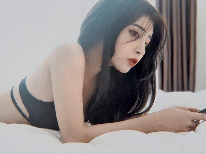 Hot girl siêu vòng 3 có gương mặt giống gái Tây cùng cơ thể gợi cảm - Hình 9