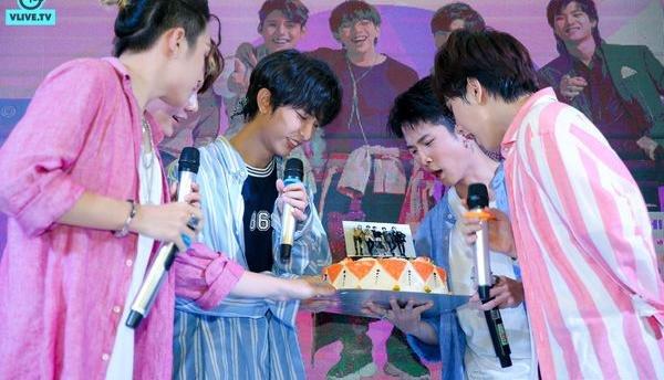 Kết hôn với idol dễ không ngờ: Mang giấy Đăng ký kết hôn và 'nhẫn cưới' đến yêu cầu idol ký, fanboy của Uni5 trở thành huyền thoại - Hình 4