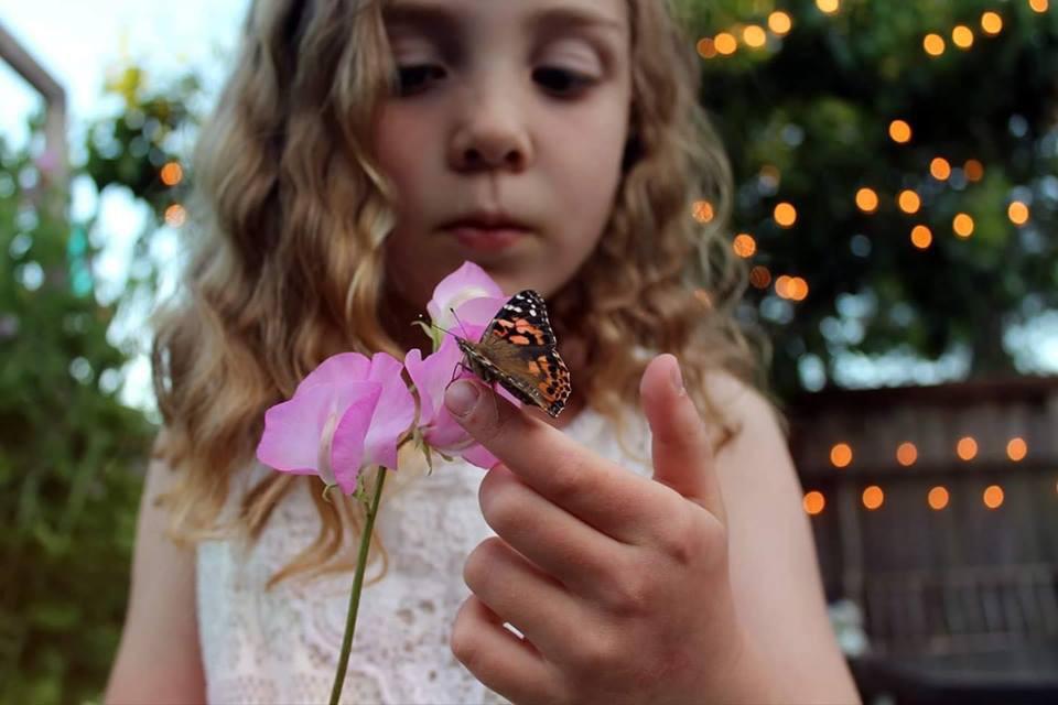 Khu vườn quá đỗi thơ mộng với hoa và rau quả của người mẹ đơn thân cùng cô con gái nhỏ xinh đẹp - Hình 25